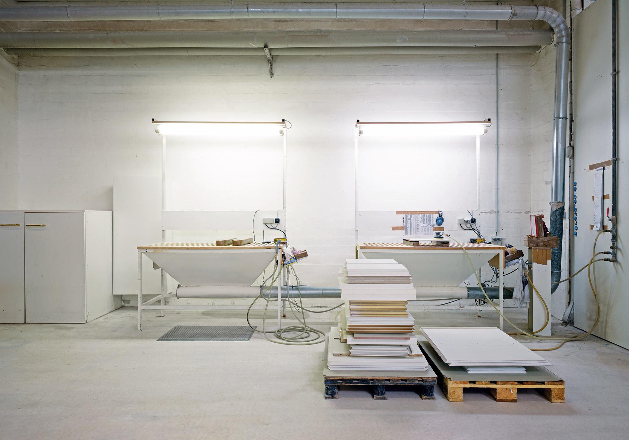 Hand-Schleifstation der Ress Möbelwerkstätten