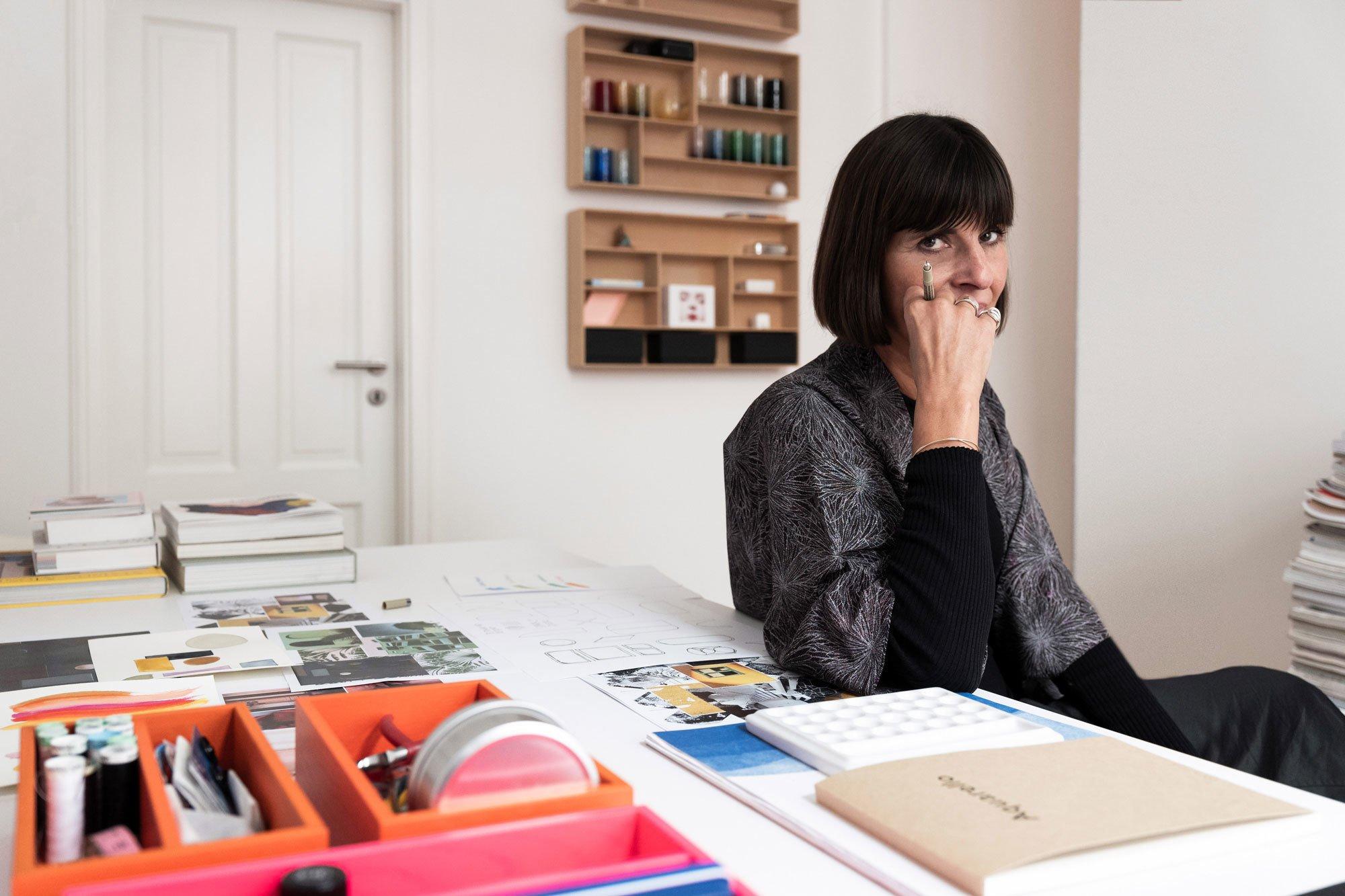 Carolin Sangha, Kreativdirektorin von Schönbuch, spricht im Interview über die Garderobe als Wohnraum, neue Farbwelten und ihren Bezug zur Mode. Foto: Daniel Breidt