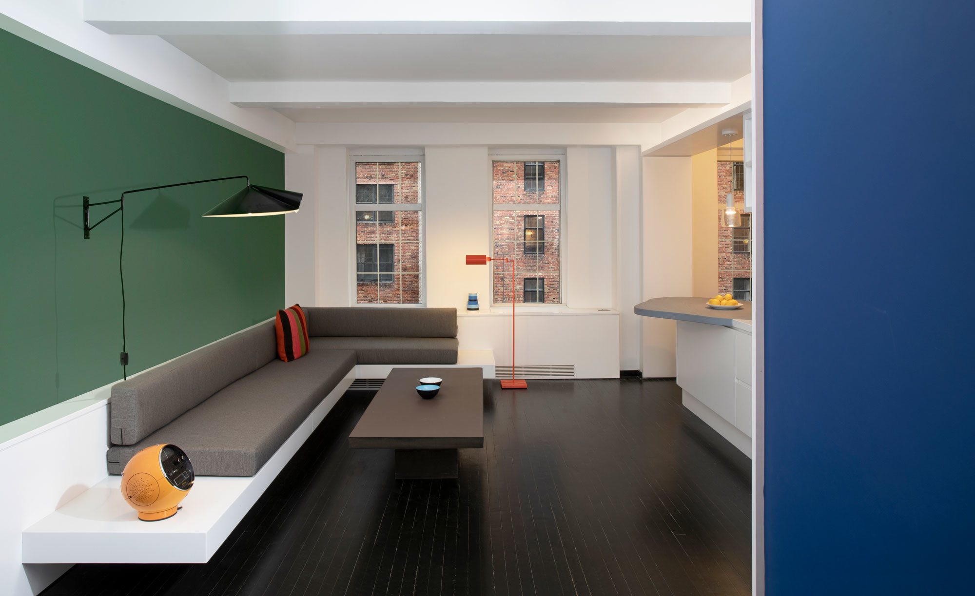 Japanischer Palast und Schiffskajüte als Vorlagen: Wie Daniel Schütz und Georg Windeck in New York auf 45 Quadratmetern einen hybriden Wohnraum entstehen lassen.
