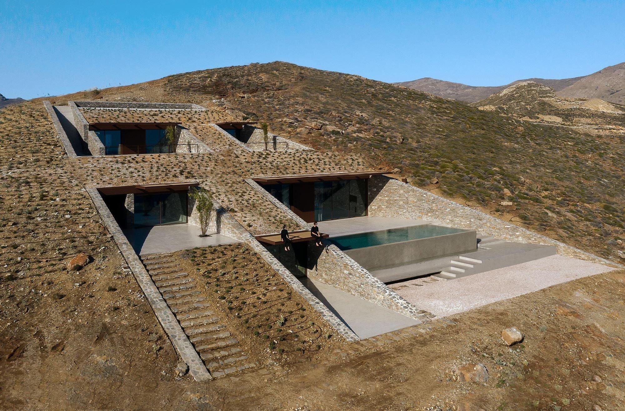 Die spitze Keilform hat auf der griechischen Insel Serifos eine Wiedergeburt erlebt – nicht als PS-starker Flitzer, sondern als eine außergewöhnliche Villa. Foto:Panagiotis Voumbakis
