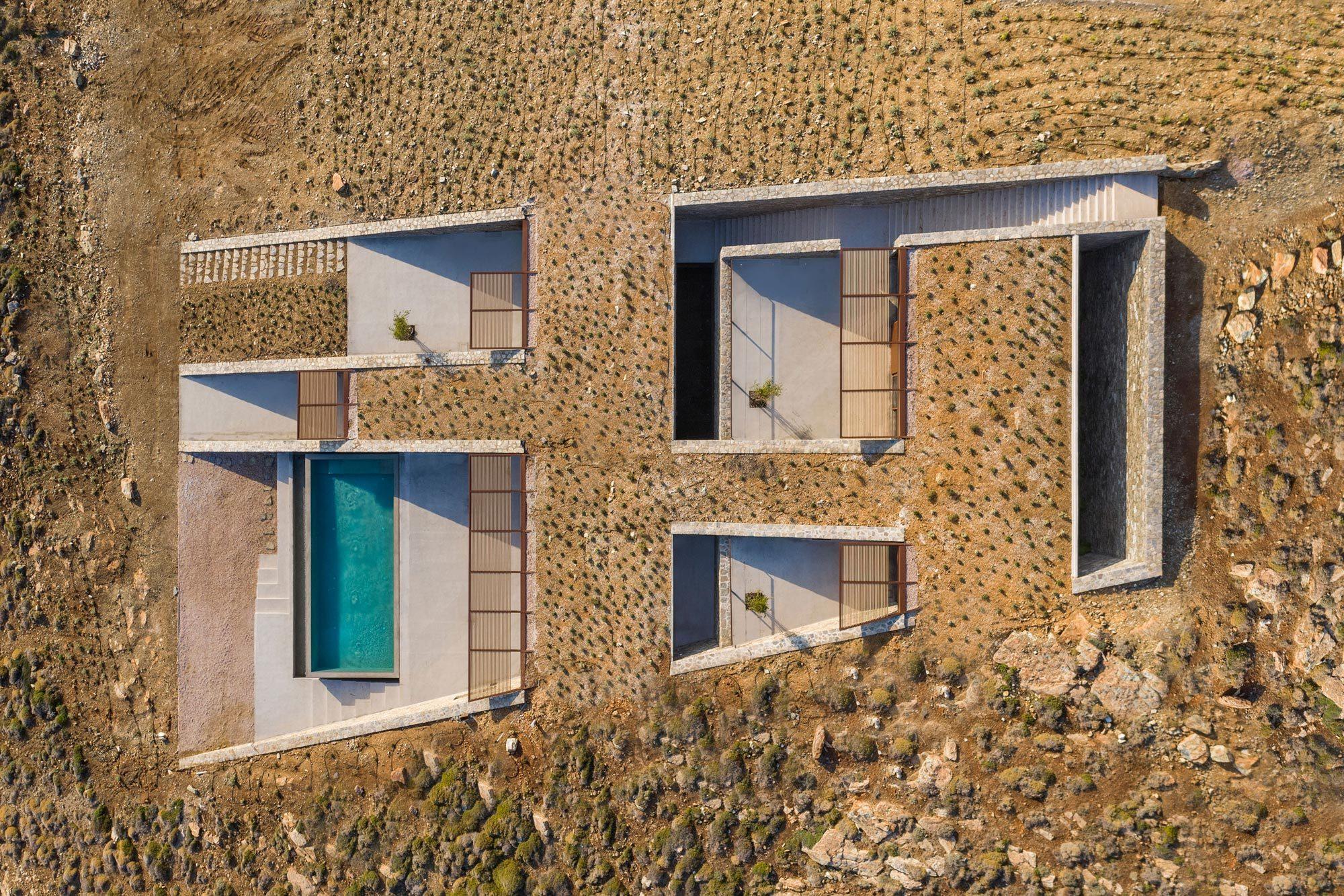 Anstatt ein sperriges Gebäudevolumen in die Landschaft zu platzieren, verfolgte die Architektin Iliana Kerestetzi die umgekehrte Strategie. Foto:Yiorgis Yerolymbos