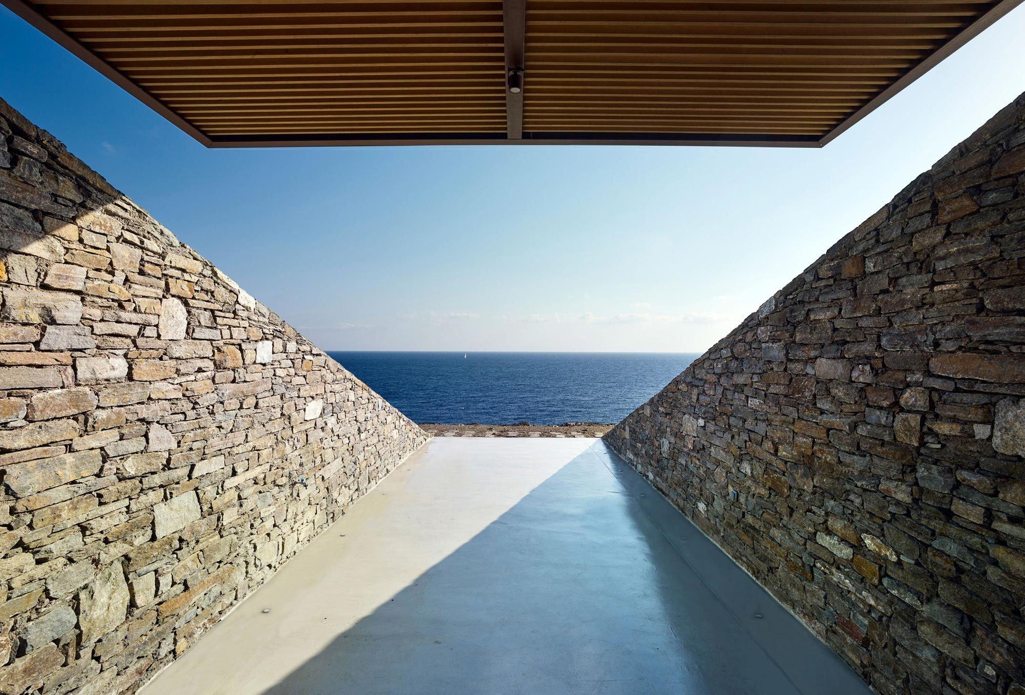 Die Terrassen werden von Wänden eingefasst, deren Steinebeim Aushub direkt vor Ort gewonnen wurden. Foto:Yiorgis Yerolymbos