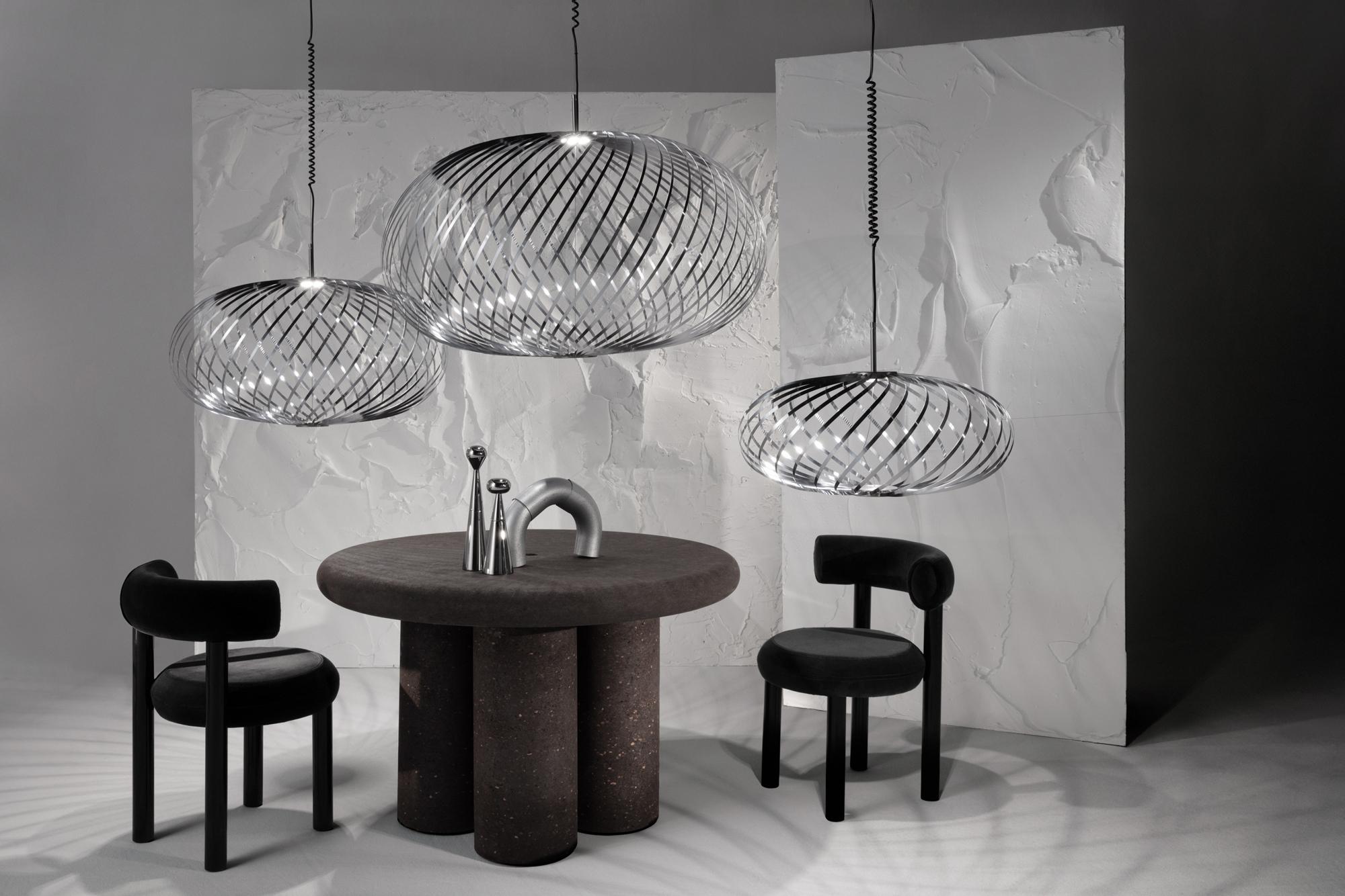 London Design Festival 2020: Tisch Cork und Leuchte Spring Silver.Foto: Studio Tom Dixon