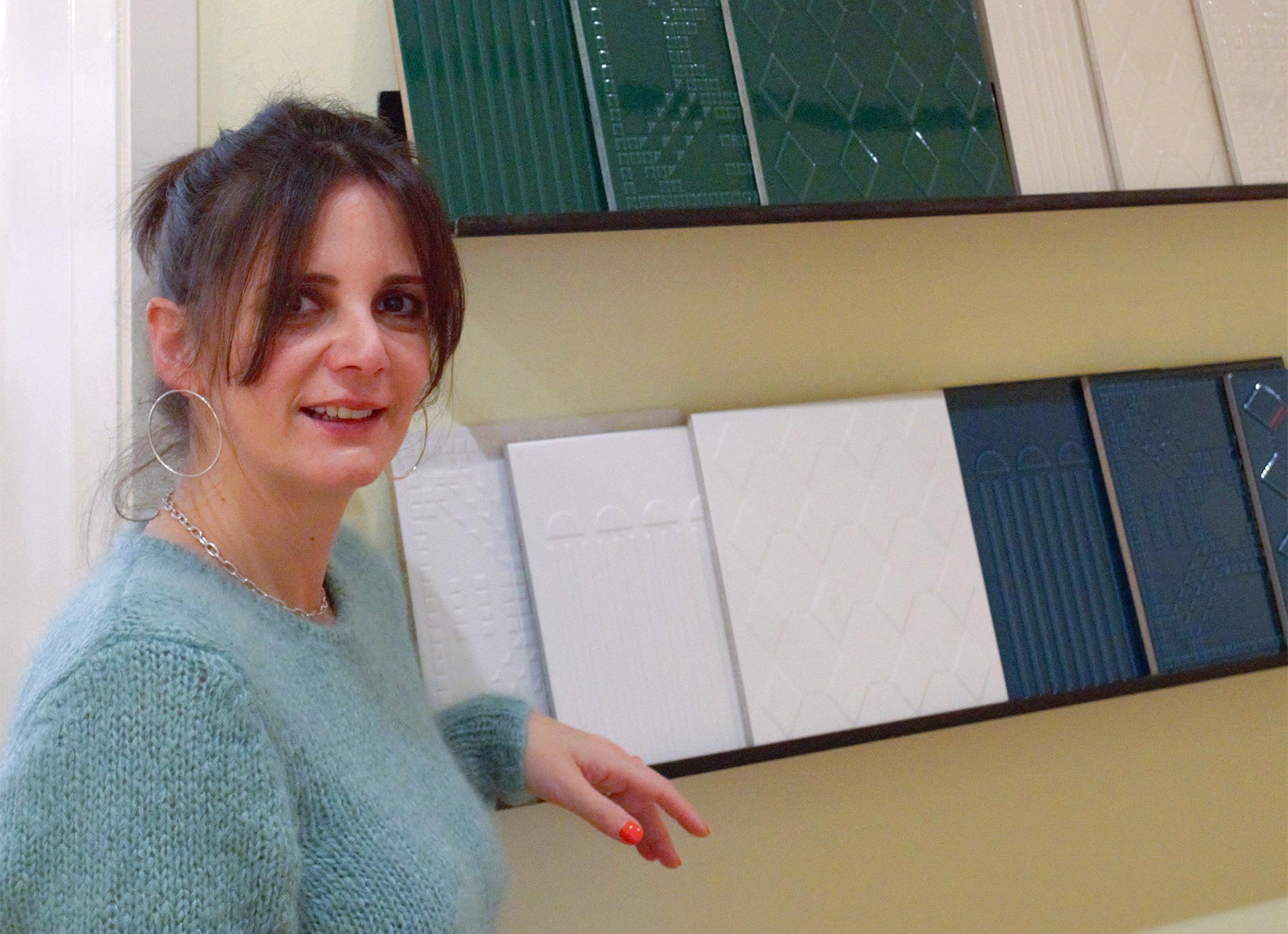 Stephanie Thatenhorst mit Lieblingsfliese. ©Stephanie Thatenhorst Interior
