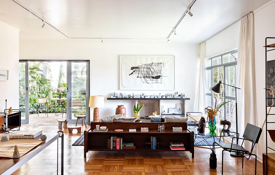 Das Wohnzimmer der Casa F mit Möbelentwürfen von F Studio.