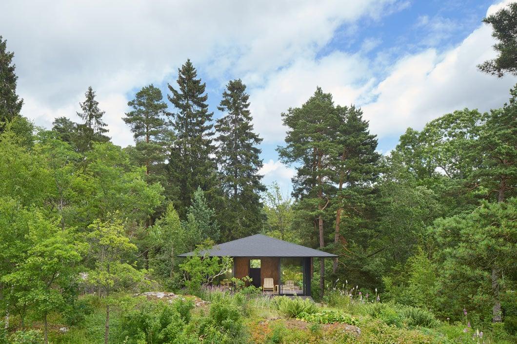 Das Sommerhaus wurde auf dem höchsten Punkt des Grundstücks errichtet.