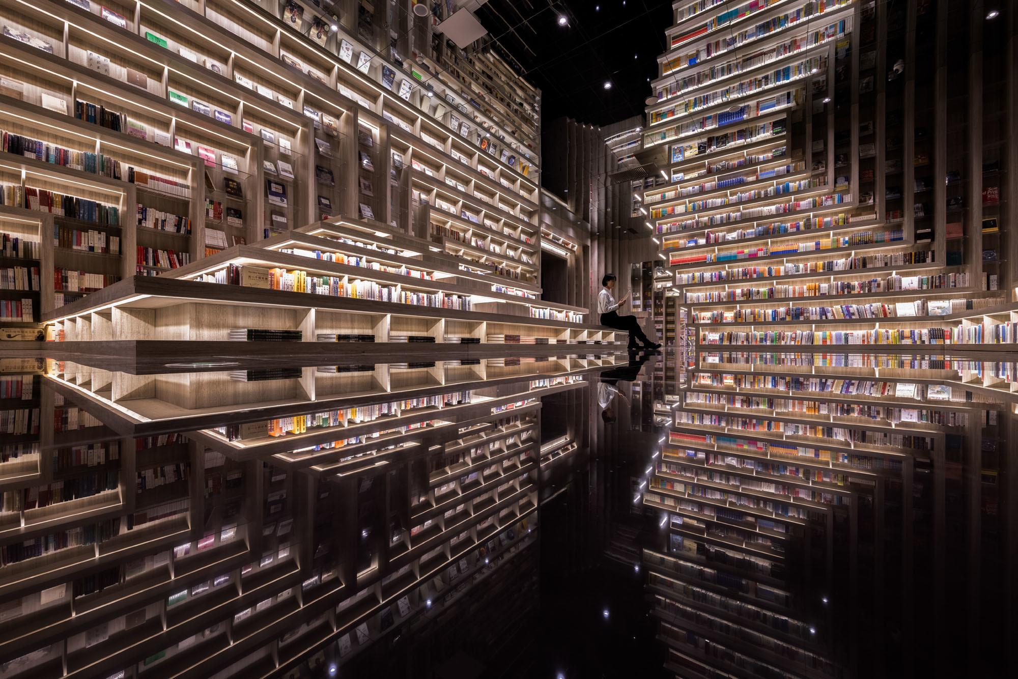Auf 4.600 Quadratmetern entstand eine eingeschossige, multimediale Erlebnisfläche, entworfen von Li Xiang und ihrem 2011 in Shanghai gegründeten Innenarchitekturbüro X+Living.
