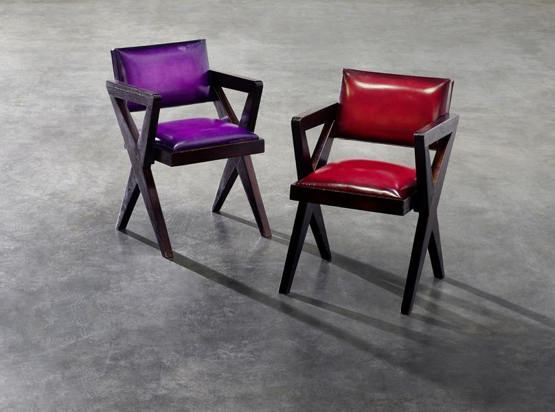 Neu bezogener Cinema Chair von Pierre Jeanneret in einer Kooperation von Berluti und Laffanour Galerie Downtown. Foto: Berluti x Laffanour Galerie Downtown
