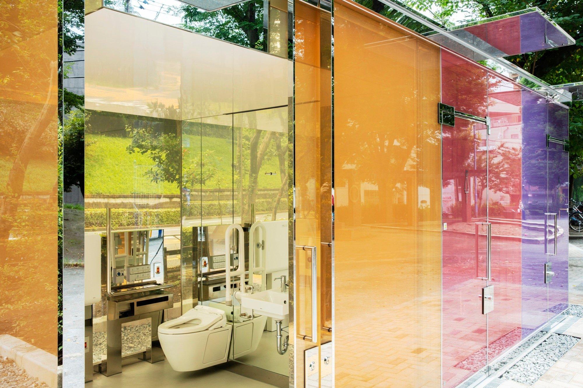 The Tokyo ToiletimYoyogi Fukamachi Mini Parkvon Shigeru Ban. Foto: Satoshi Nagare / The Nippon Foundation