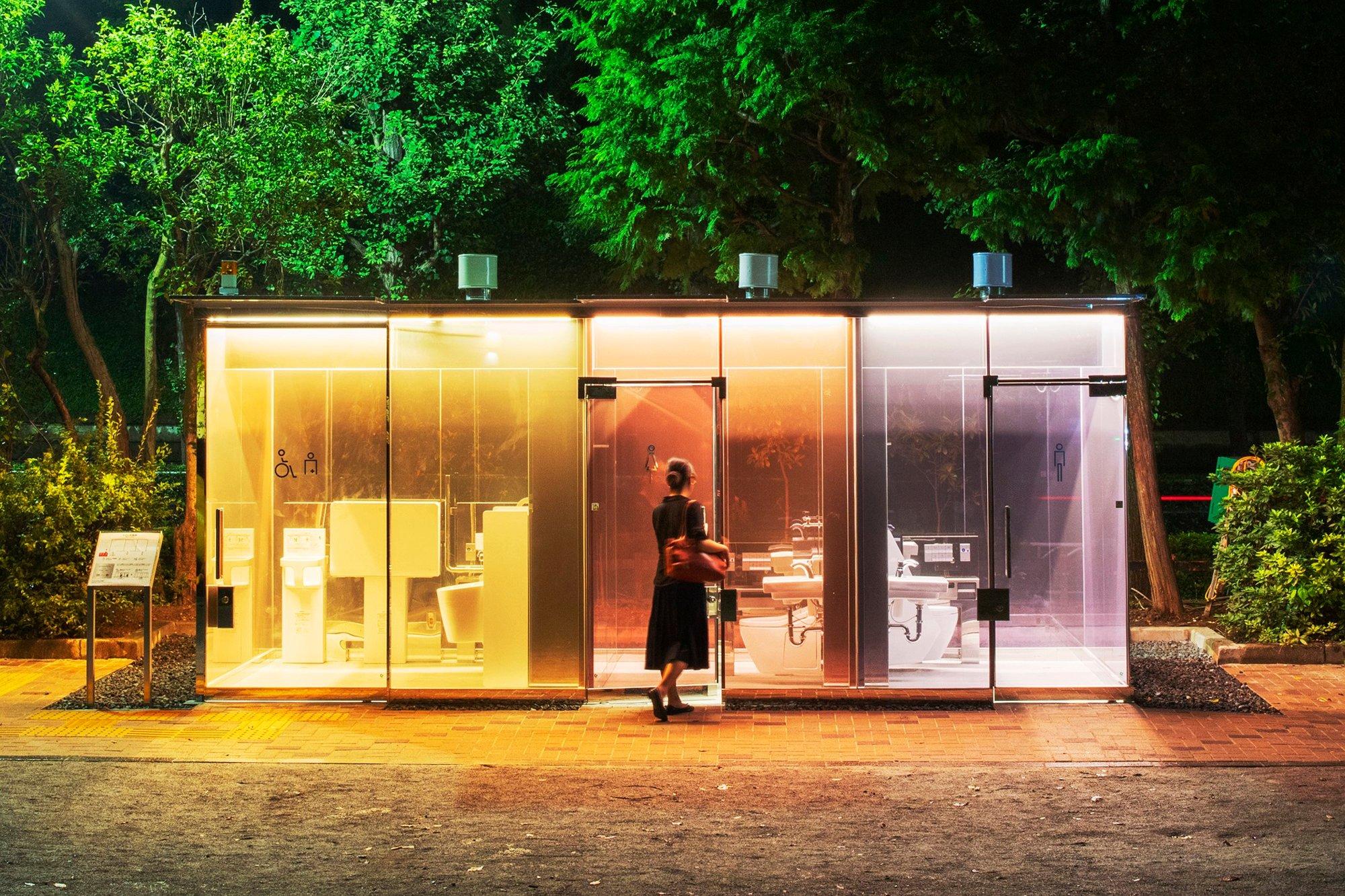 The Tokyo Toiletim Yoyogi Fukamachi Mini Park von Shigeru Ban. Foto: Satoshi Nagare / The Nippon Foundation