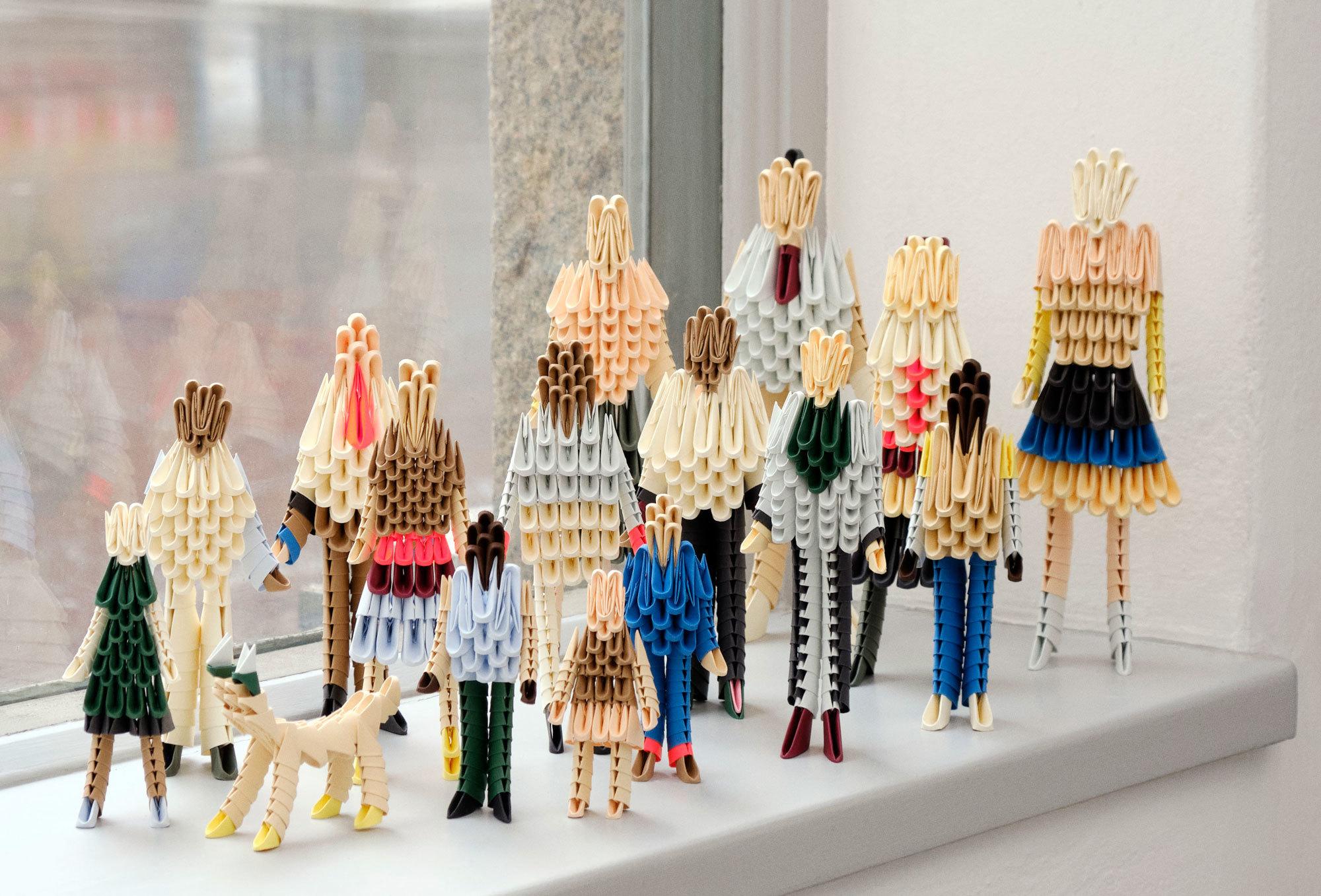 Bei den 3 Days of Design in Kopenhagen trifft große Möbelgeschichte auf junge, frische Vibes. Im Bild: The Origami Family von Clara von Zweigbergk, eine limitierte, von der schwedischen Designerin handgefertigte Edition, die während des Events im Hay House verkauft wurde und neben unseren sieben Highlights ein reizvolles Souvenir darstellten.