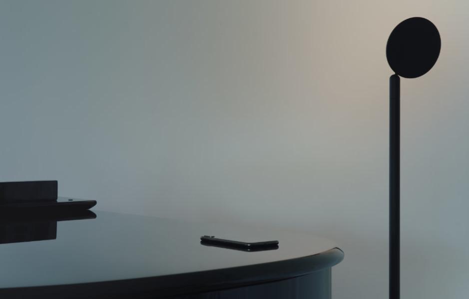 Frei beweglich und akkubetrieben: Timon und Melchior Grau setzen in ihrem ersten Entwurf Parrot für ihren Vater Tobias Grau auf mobile Beleuchtung.
