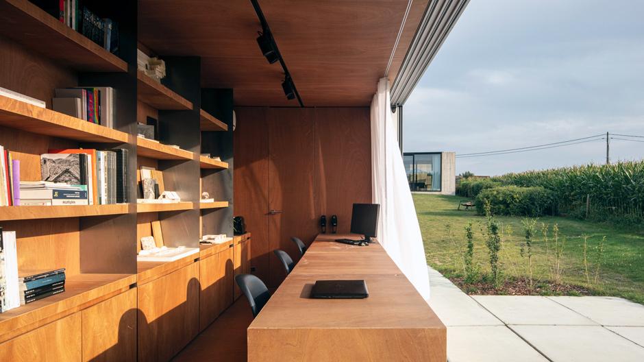 Für eine flexible Arbeitswelt: Die Architekten von Toop entwickelten ein Konzept für Mini-Büros – im handelsüblichen Schiffscontainer und mitten in der Natur.