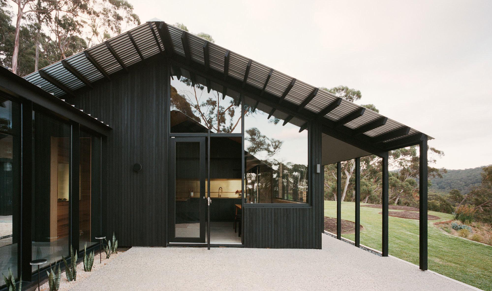 Als Vorbild für das Ferienhaus Two Sheds dienten dem Büro Dreamer australische Landhäuser und ihre cleveren Lösungen beim Schutz gegen die Wetterextreme.