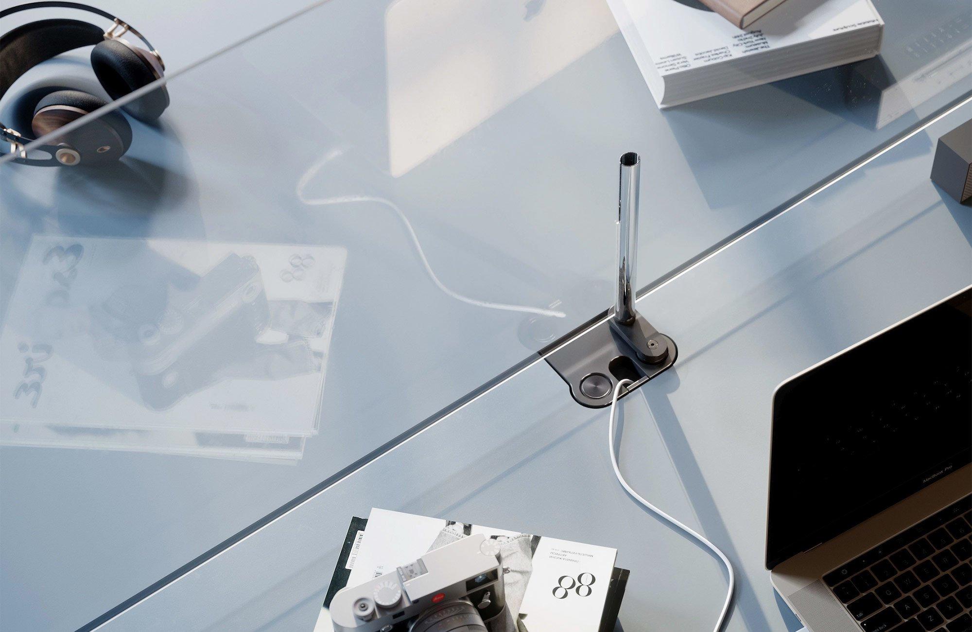 USM Haller-Glastrennwand mit geschlitzten Rohren
