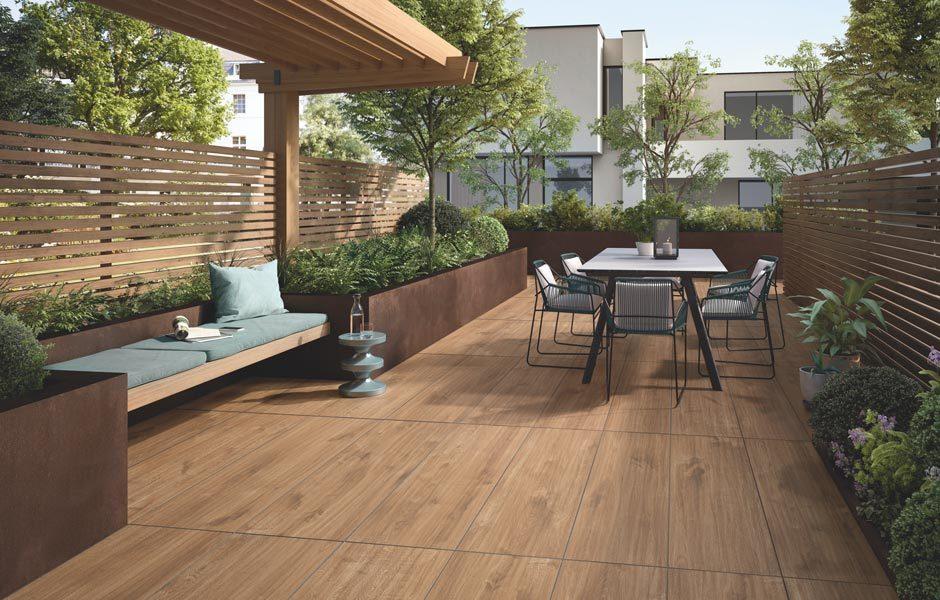 Holzoptik und Dielen-Design bietet OAK PARK OUTDOOR 20.