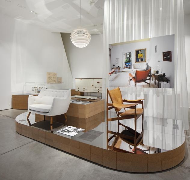 Installationsansicht Home Stories. 100 Jahre, 20 visionäre Interieurs © Vitra Design Museum, Foto: Ludger Paffrath