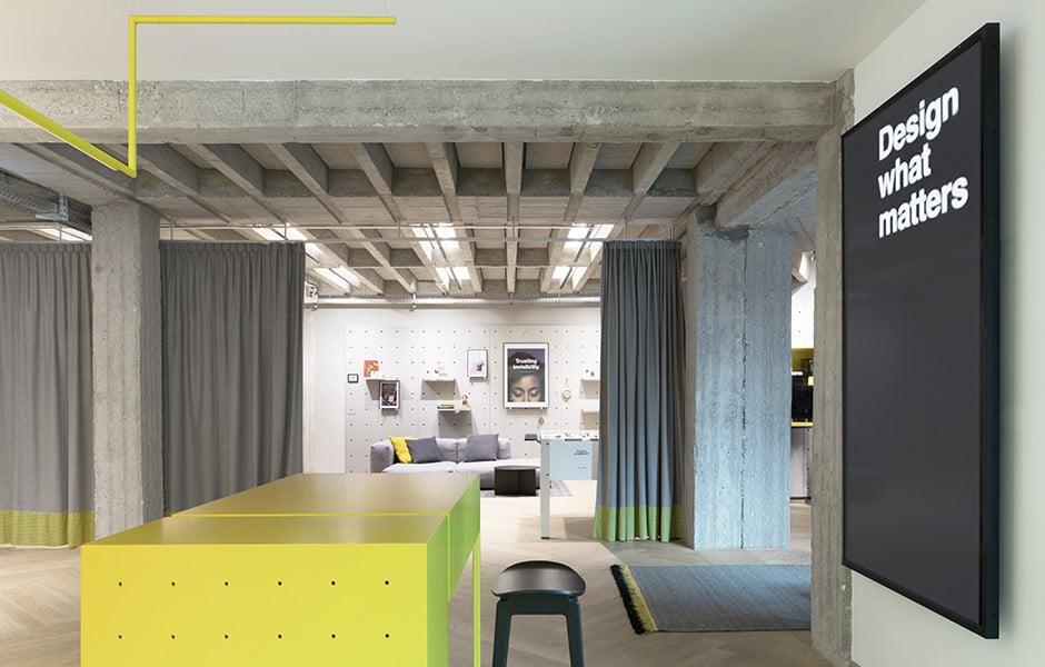 Der Empfangsbereich des Büros von Designit ist offen gestaltet.