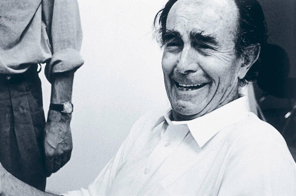 Der italienische Architekt und Designer Vico Magistretti wäre am 6. Oktober 100 Jahre alt geworden. Ihm verdanken wir ikonische Leuchten- und Möbelentwürfe wie Atollo, Eclisse und Maralunga, aber auch Gebäude mit hohem Wiedererkennungswert. Foto/ Copyright: Fritz Hansen
