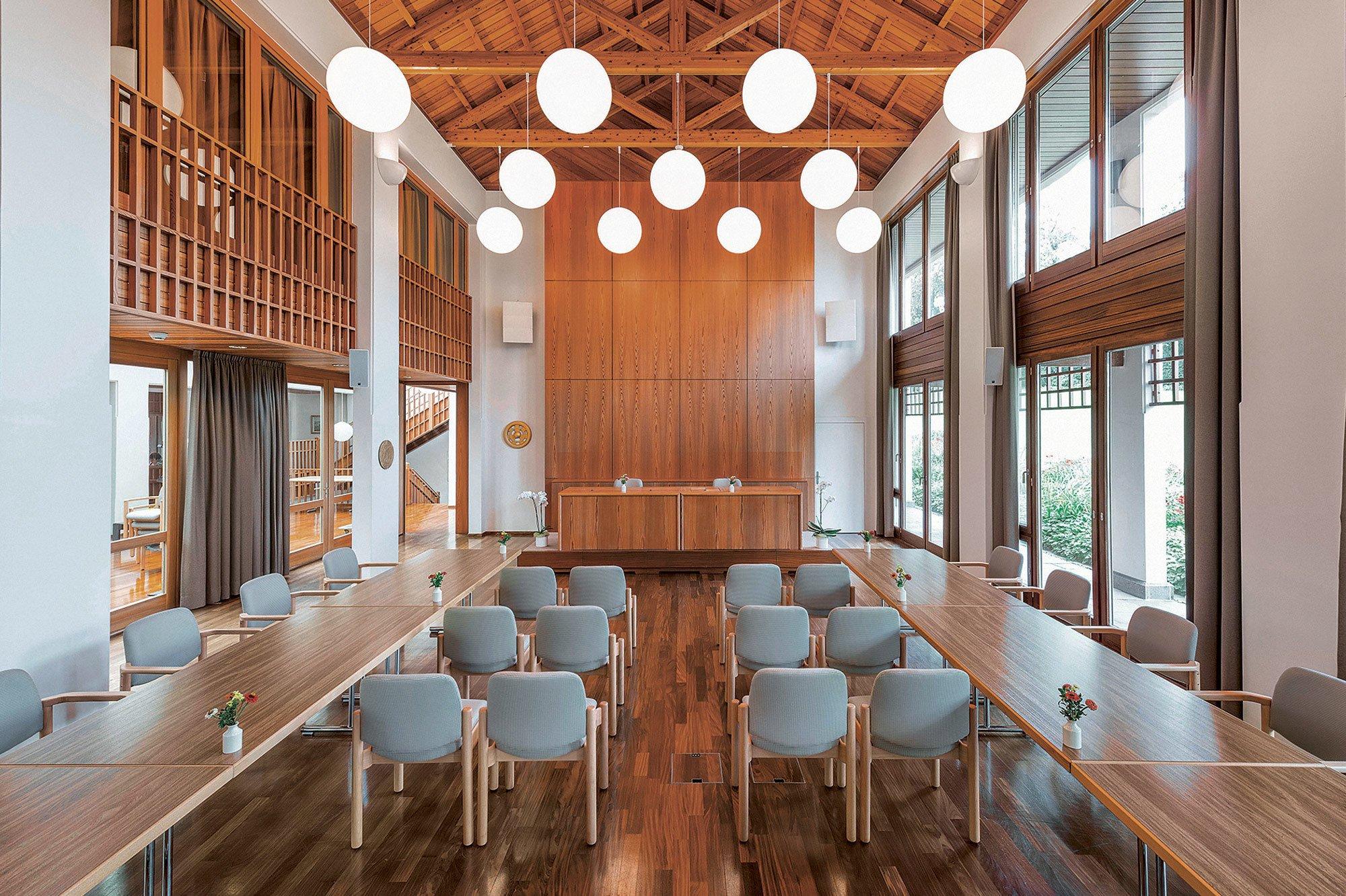 Die Aula im Boutique-Konferenzzentrum Villa Lillienberg nach der Aufbereitung der Stühle.