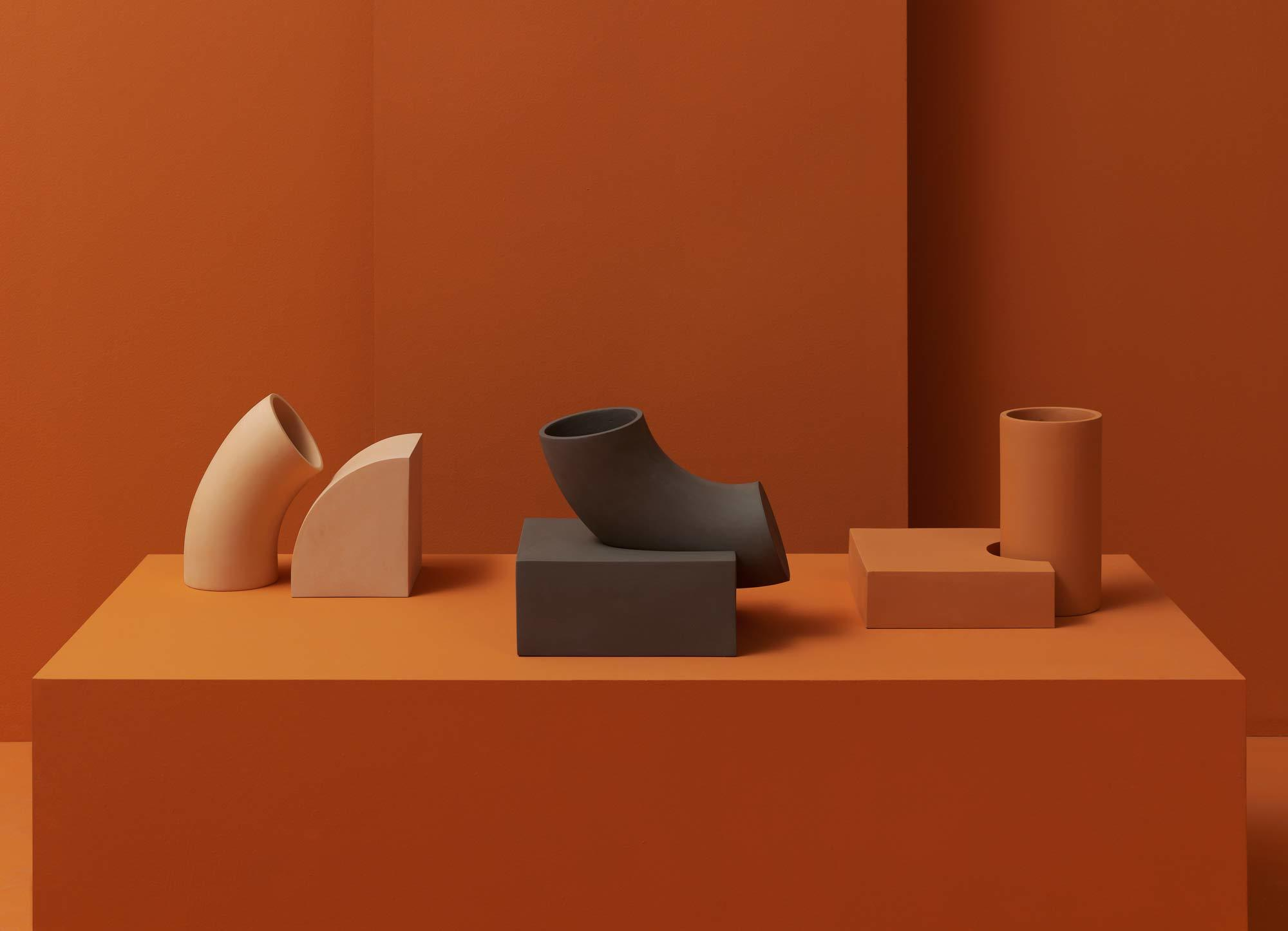 Im Zuge des Entwurfsprozesses sind Keramikskulpturen entstanden, die nun als limitierte Versionen verkauft werden.