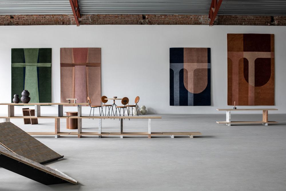 Ein Wohnratgeber über die schnellen Raumverwandler, die aktuelle Gestaltungstendenzen aufzeigen. Im Bild: Teppichkollektionen Tau (links) und Bridge (rechts) von Volver Studios für das norwegische Label Krafted. Foto/ Copyright: Pernille Münster