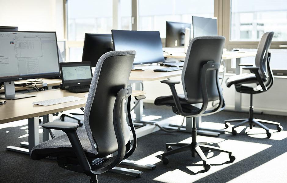 Der AT Esp aus der Bürostuhlprogramm AT mit erhöhter Sitzposition (ESP).