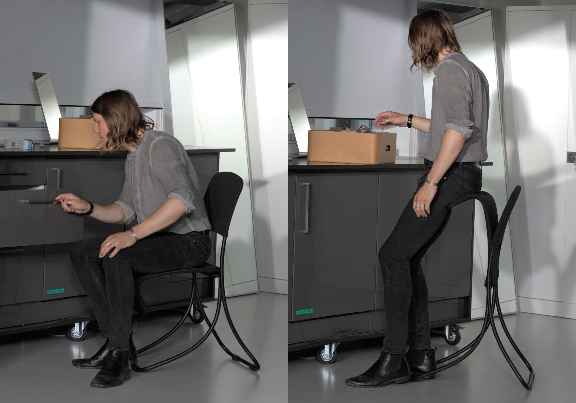 Stets von Alexander Alroggen ist sowohl leichter, stapelbarer Stuhl und Stehhilfe.