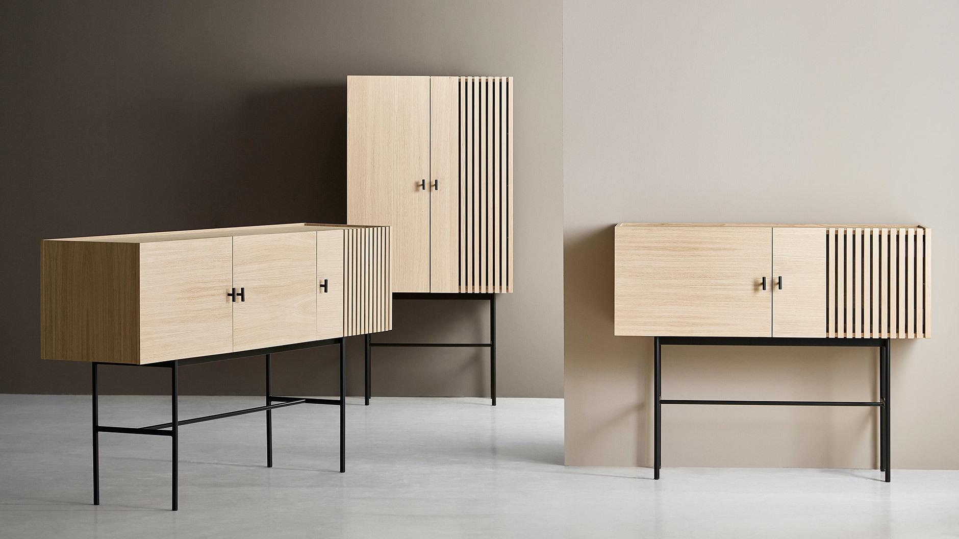 Die Serie Array vom dänischen Hersteller Woud zeigt seine architektonischen Einflüsse durch eine strenge Geometrie und grafische Akzente.