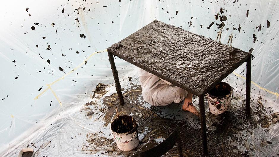 Piazza Discruptive Materials: Moorwerk, Veredelungsprozess zur Nachahmung des natürlichen Entstehungsprozesses von Mooreichen, © Jan Christian Schulz, Hannover