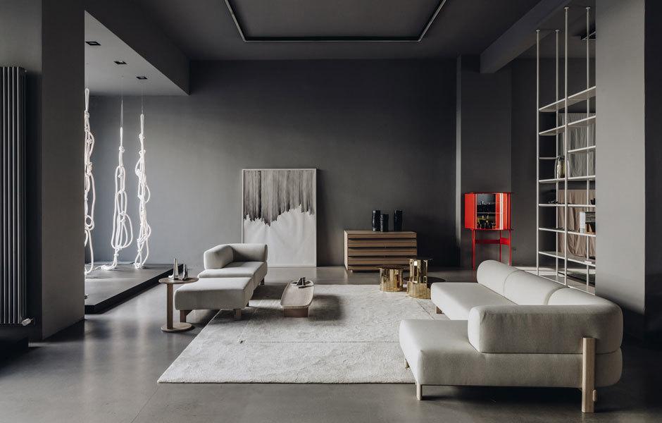 Letztes Jahr richtete Christian Haas im Concept Store von Andreas Murkudis in Berlin eine Ausstellung mit eigenen Entwürfen ein, darunter das Sofa Elephant (Karimoku New Standard), Teppiche und die LED-Leuchtenserie Ropes. Foto: Ana Santl