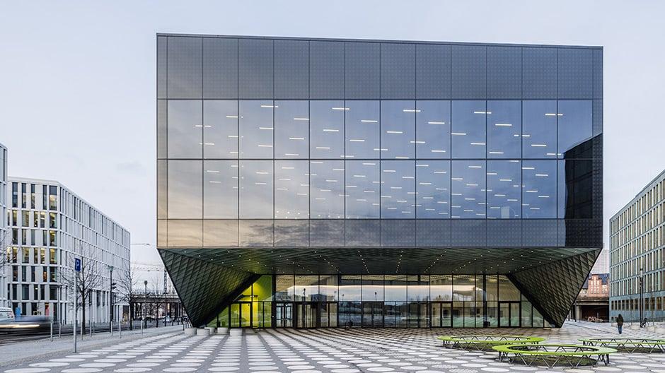 Das Futurium in Berlin öffnet sich jetzt den Besuchern für Werkstattwochen. Die Fassade kann künftig auch als Medienwand bespielt werden. Foto: Dacian Groza