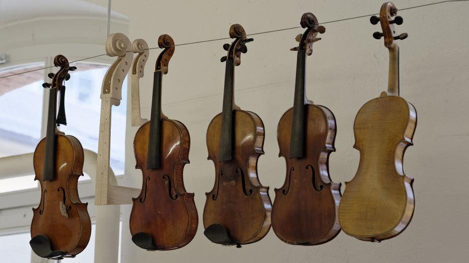 Rhonheimer fertigt etwa fünf Geigen pro Jahr.