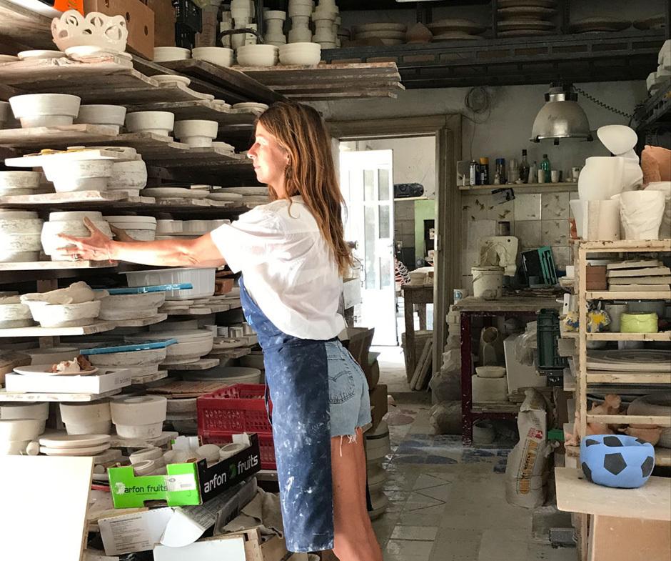 Iris Roth im Atelier