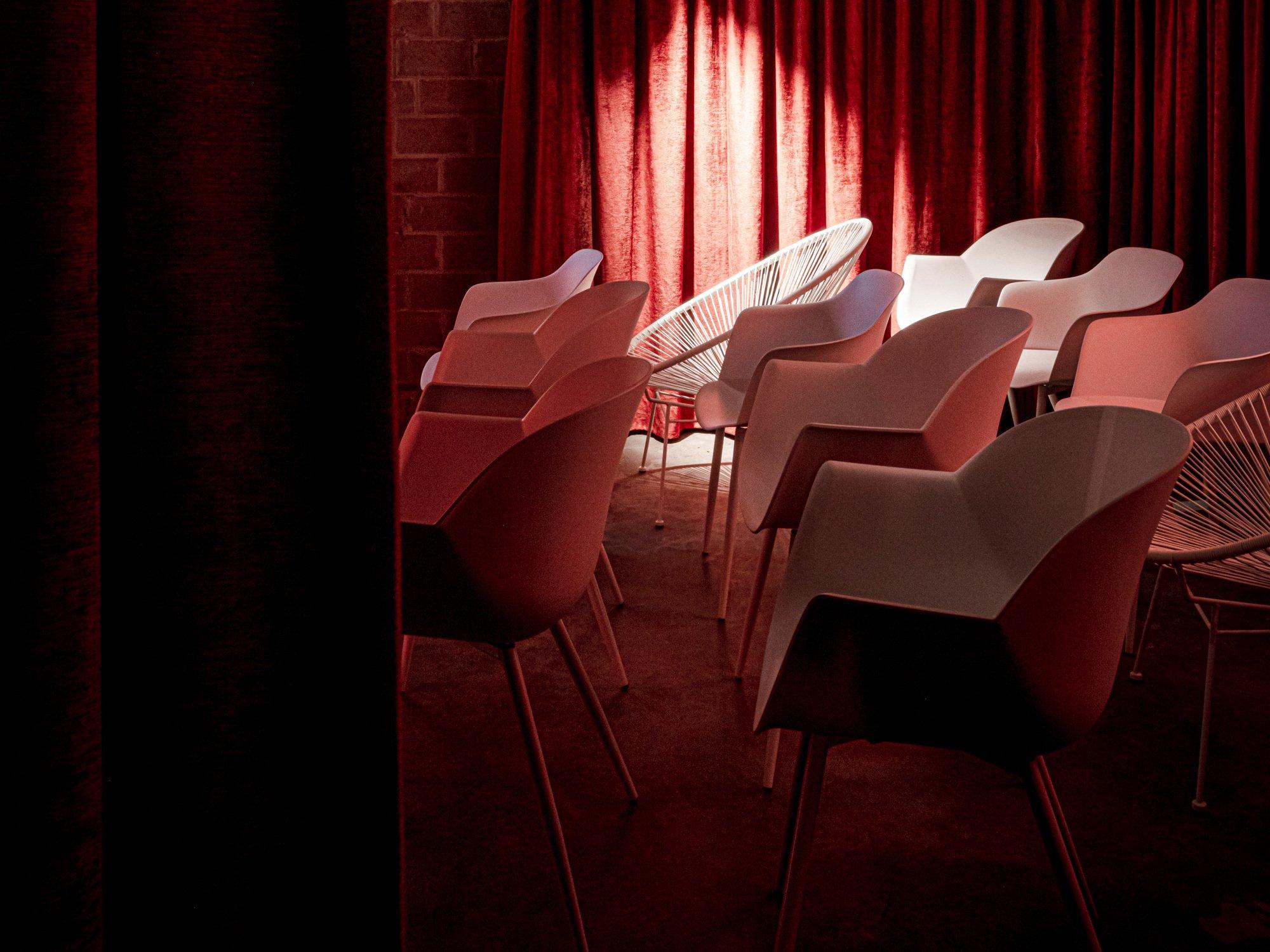 Was ist besser als Kino? Richtig, ein Heimkino! Mit Projektor statt Bildschirm, roten Samtvorhängen und einer eigenen Bar – genau wie in den Villen der Hollywood-Produzenten der Zwanzigerjahre.