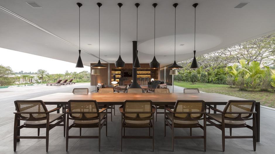 Typisch für Studio MK27: Die Fusion von Innen und Außen. Foto: Fernando Guerra