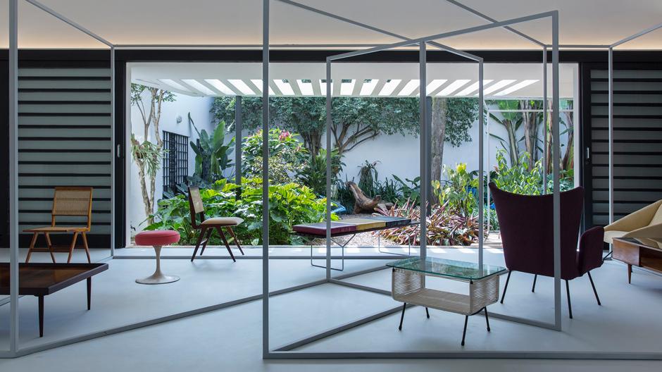 Brasilianisches Design im Wohnzusammenhang: So zeigt die Haus-Galerie Apartamento 61 ihre Möbel.