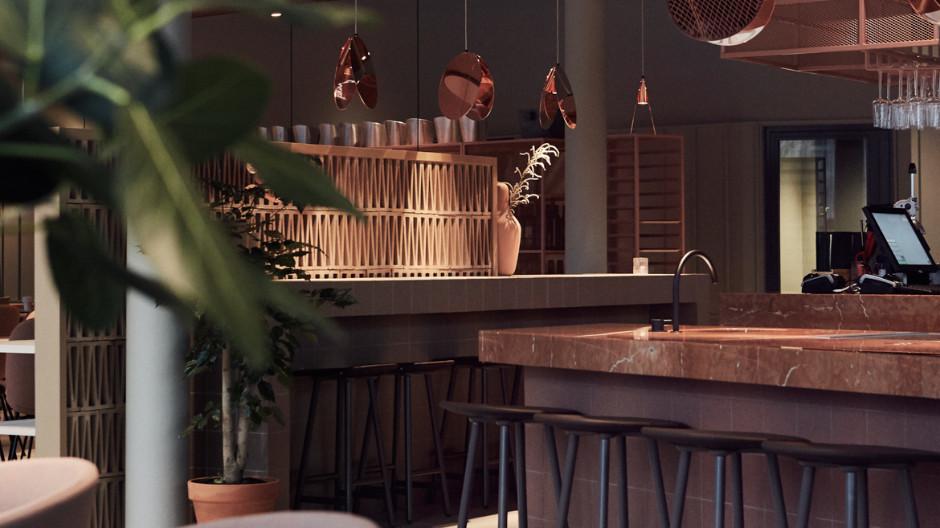 Die Eingangsebene als Open Space, in dem Lobby, Bar, Restaurant und Lounge übersichtlich untergebracht sind. Foto: Staffan Sundström