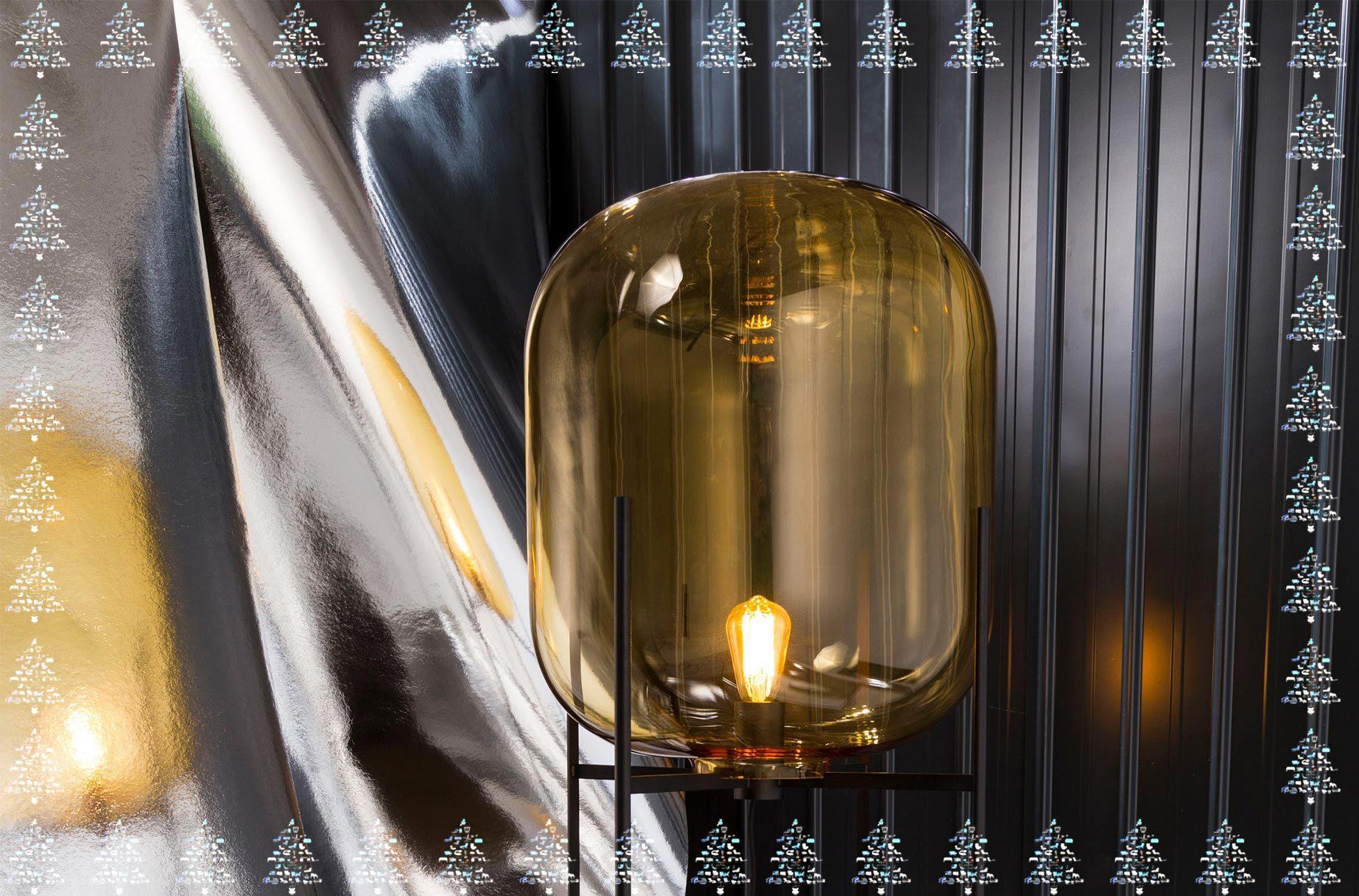 Bis zum 31. Dezember können Sie die Tischleuchte Oda von Sebastian Herkner für Pulpo in unserer Adventstombola gewinnen.