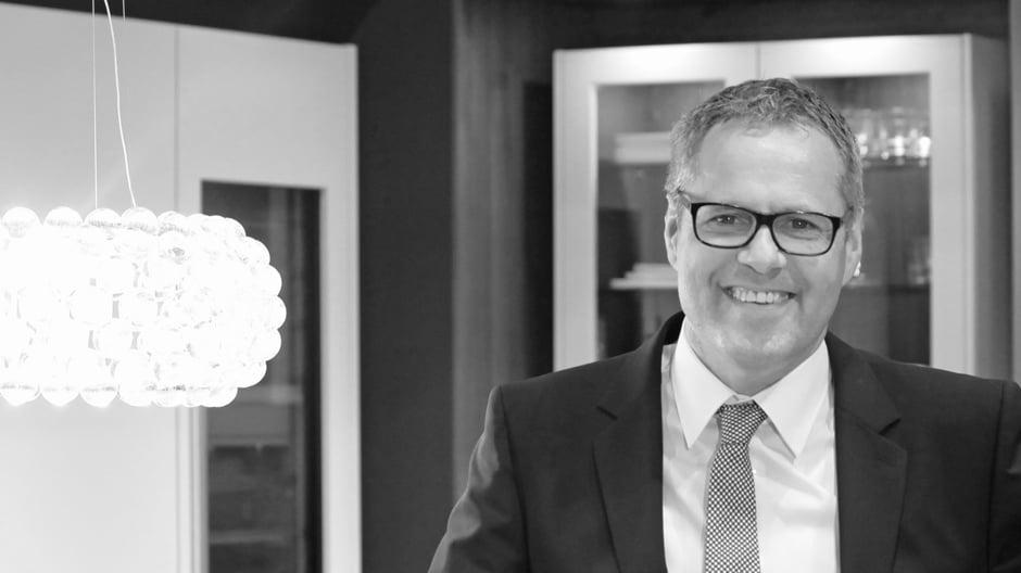 Stefan Waldenmaier arbeitet seit 1999 bei Leicht Küchen und ist seit 2005 Vorstandsvorsitzender. Zugleich ist er Vorsitzender des Verbands der deutschen Küchenmöbelindustrie (VdDK).
