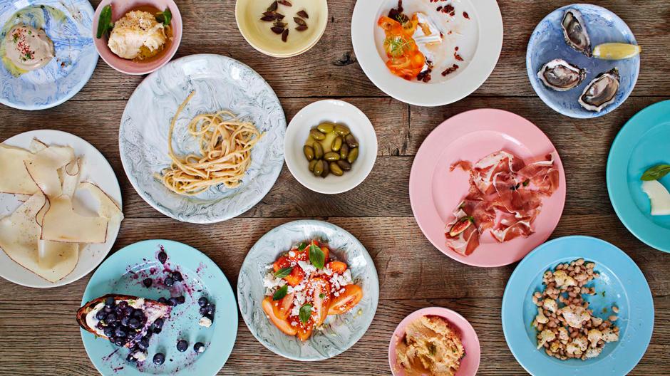 Rainbow-Geschirrserie aus Porzellan und Soft Ice-Teller aus Email