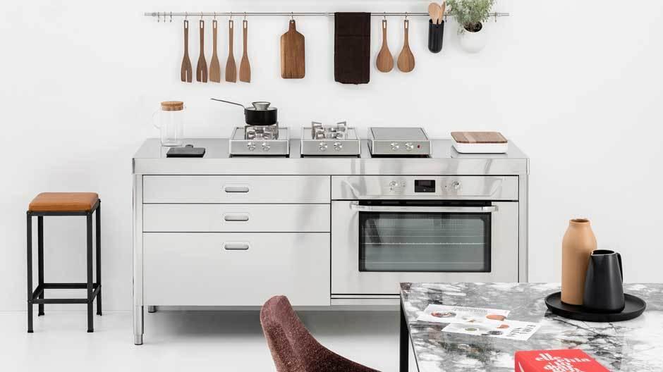 Alpes Inox aus Italien zeigte nicht nur gut gestaltete Küchenmöbel aus Edelstahl, sondern hatte auch einen der schönsten Messestände. Foto: Alpes Inox