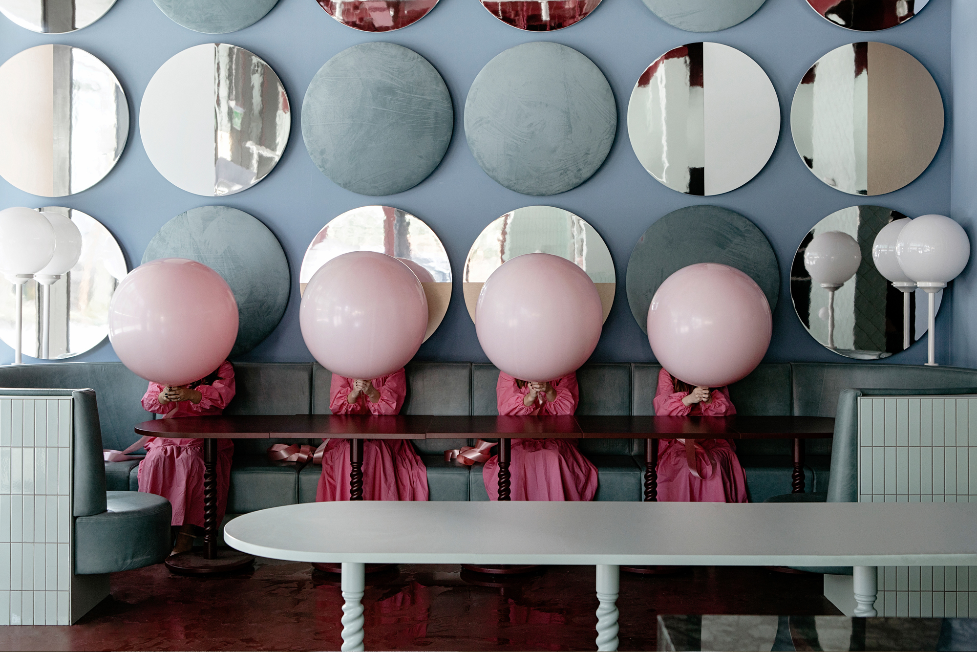Das Interieur entführt in eine Traumwelt, die von überdimensionalen Dropsen und Lollipops bevölkert wird und selbst gestandenen Erwachsenen ein kindliches Lächeln entzaubert.