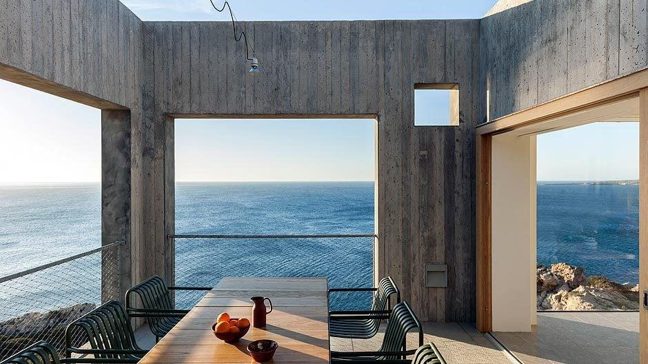 Auf der Insel Karpathos entwarf das schwedisch-griechische Architekturbüro OOAK ein Surferdomizil, das innen wie außen die Qualitäten einer Muschel hat. Foto: Yorgos Kordakis