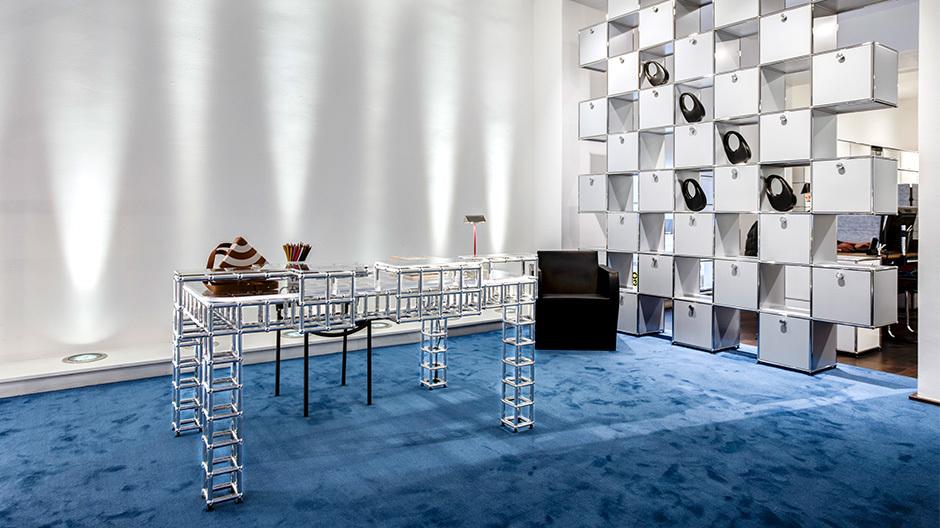 Mode trifft Möbel: Mit The World Wide Home zeigten das Fashionlabel Coperni und USM eine Ausstellung über das Homeoffice und die Digitalisierung.