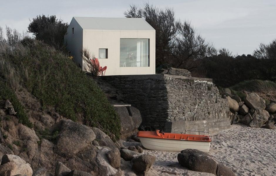 Viking Seaside Housevon Freaks Architecture in Fermanville, Frankreich. Foto: Jules Couartou