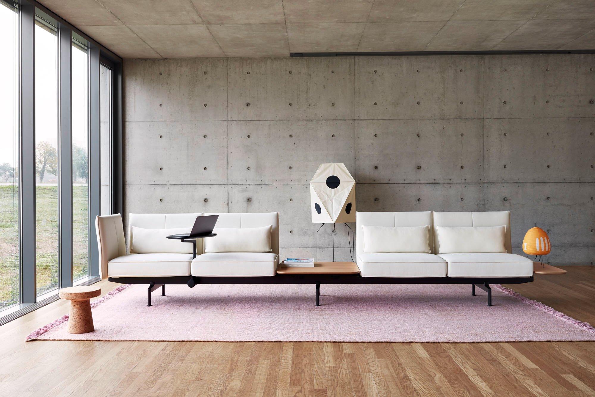 Sofa auf der Sitzhöhe eines Drehstuhls: Soft Work von Barber Osgerby für Vitra. Foto: Lorenz Cugini © Vitra