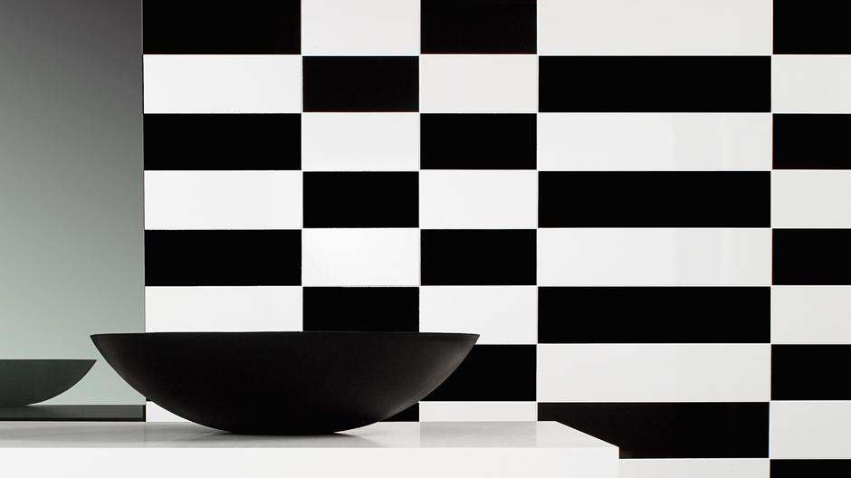 Schwarz-Weiß wirkt, wie die Serie Bianconero von Villeroy & Boch Fliesen zeigt. Foto: © Villeroy & Boch Fliesen