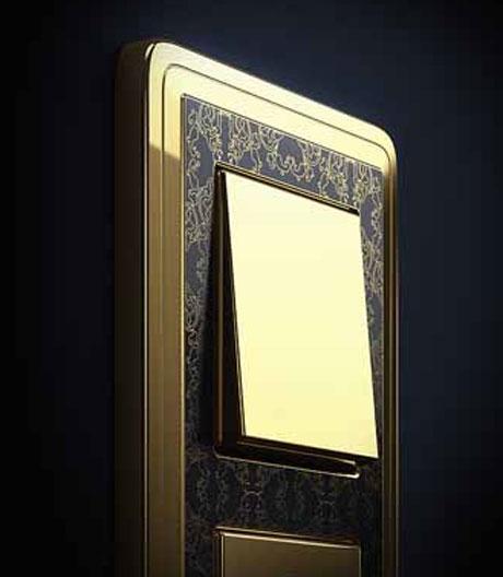Gira bietet Lichtschalter in Gold, Silber und Bronze