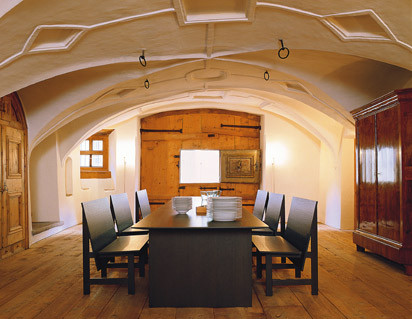 Tisch und Bänke passend zur b3-Küche von bulthaup